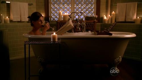 Castle Fool me once Beckett bath